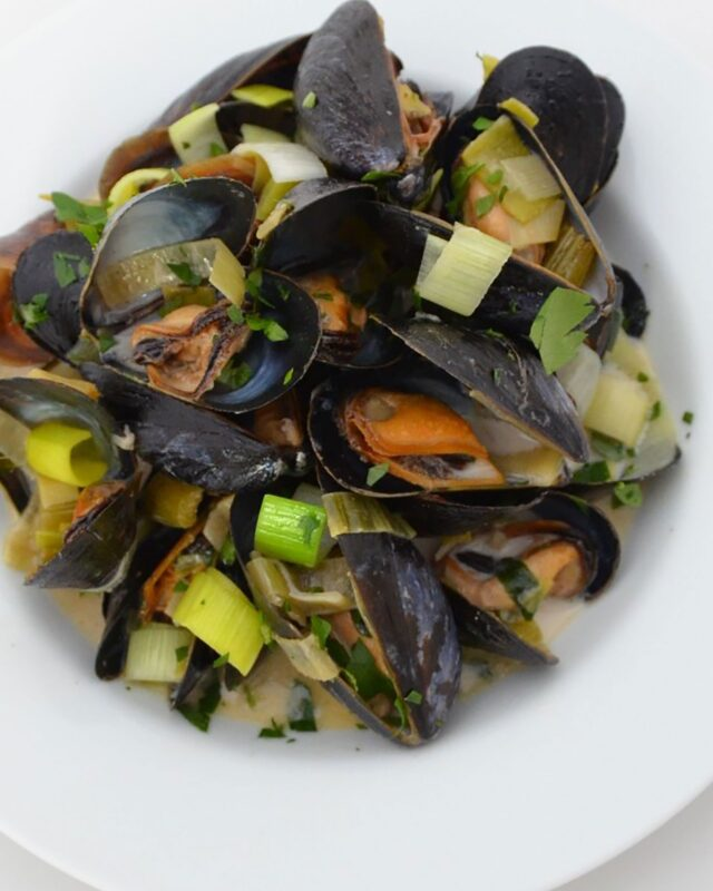Mussels with Beer, Leeks and Cream