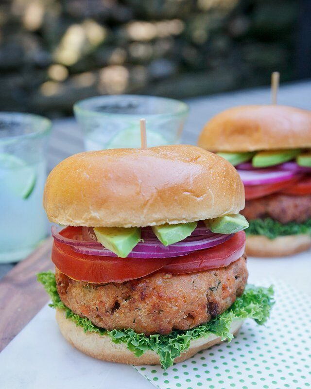 Lemon-Dill Salmon Burgers