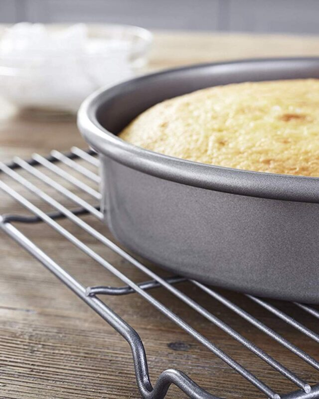 Professional Non-Stick Round Cake Pan, 9-inch