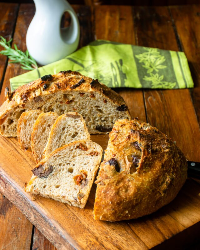 No Knead Bread with Sun-Dried Tomatoes, Olives and Rosemary